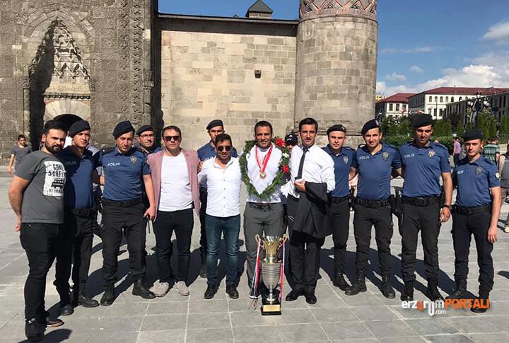 Erzurumlu Güreşçi Köseoğlu Memleketinde