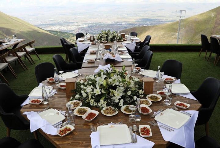 Dağ Havası, Erzurum Manzarası ve Terasta Kahvaltı Keyfi