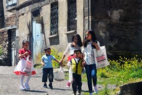 Erzurum'da Arafalık Toplayan Çocuk Resimleri