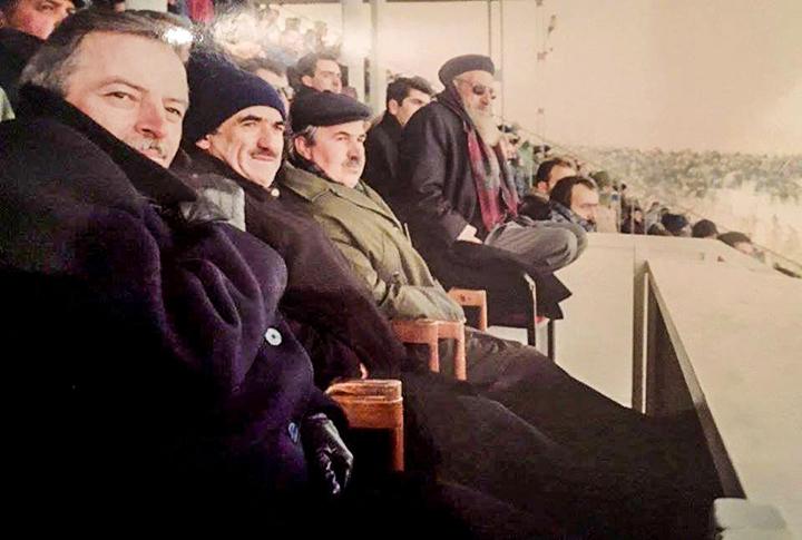 Erzurumspor Maçını İzleyenlerini Tanıdınız Mı? Maçın Skoru Naim Hoca'nın Oturuşunda Gizli!