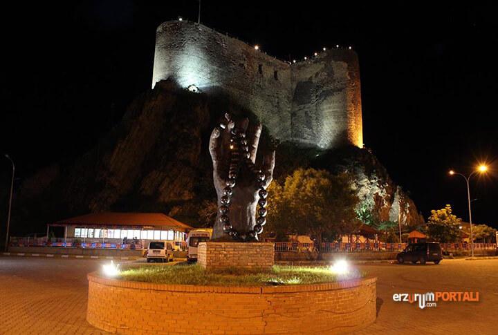 Erzurum Oltu Tespih Heykeli
