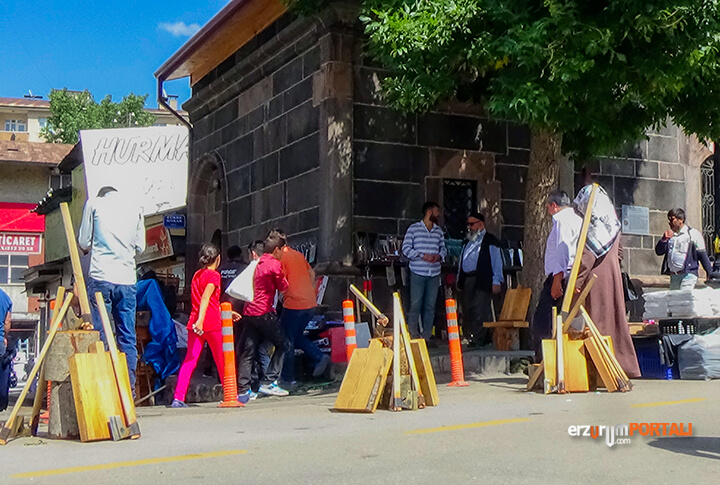 Erzurum'da, Kurban Bıçağı ve Kütüğünün Satıldığı Yer!