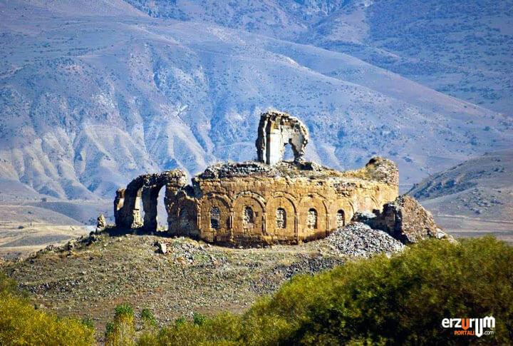 Erzurum Bana Katedrali Penek Kalesi