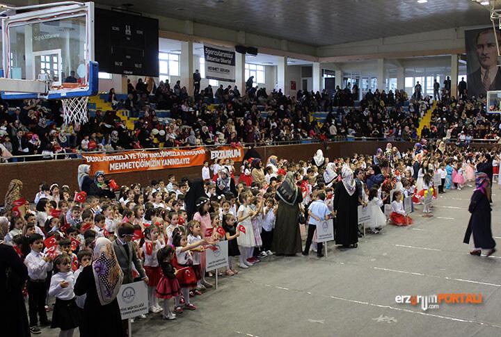 Minik Çocuklar Ellerde Bayrak Dillerde İlahilerle Mest Etti!