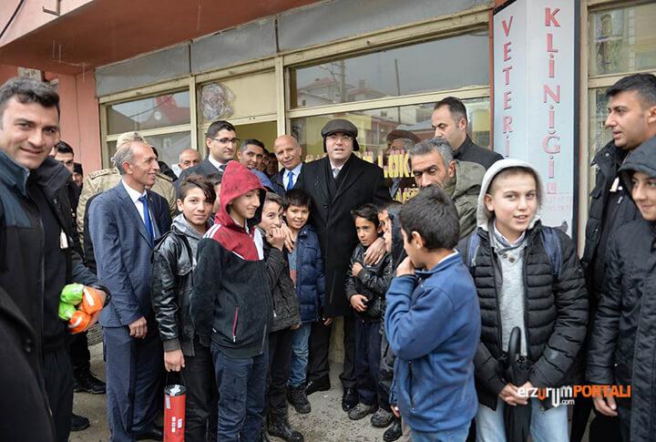 Samimiyetin Vucut Bulmuş Hali Erzurum Valisi Sahada!