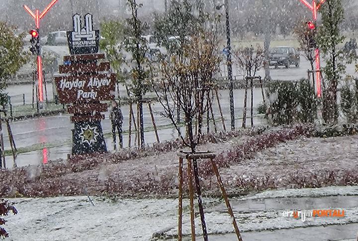 Erzurum'a Mevsimin İlk Karı Yağdı