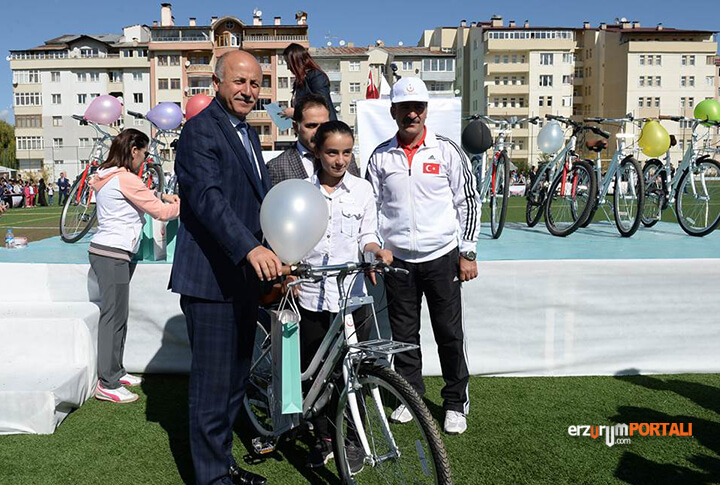 Erzurum'da 400 Bisiklet Dağıtıldı!