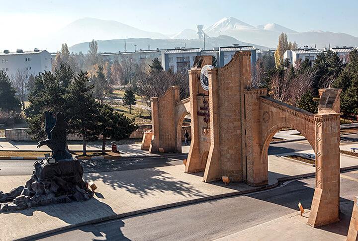 Atatürk Üniversitesi 164 Üniversite Arasinda 34. Sirada Yer Aldi!