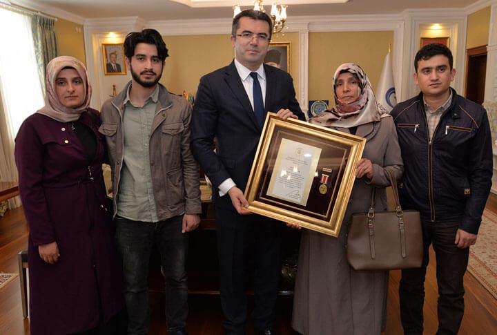 Erzurum'da Devlet Övünç Madalyası ve Beratı Takdimi